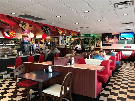 Peggy Sue's Is A 50s Themed Diner In Nevada That You Have